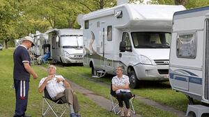 Gäste, die mit dem Wohnmobil oder Caravan anreisen haben die Möglichkeit am Caravan Center, dem Stellplatz auf dem Messeparkplatz P1 zu campen. Dafür stehen mehr als 3.500 Stellplätze zur Verfügung.