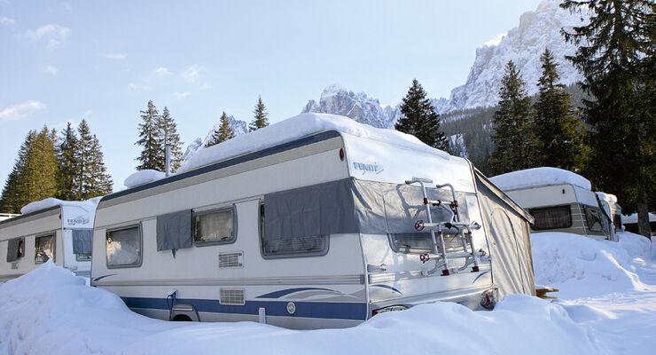 In den letzten Jahren zeichnet sich ein neuer Trend ab: Immer mehr Camps investieren in den wintertauglichen Ausbau ihres Angebots.