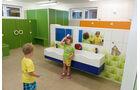 Kinder-Waschbereich und Indoor-Spielplatz sind unter einem Dach.