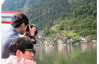 Touristen fotografieren Hallstatt