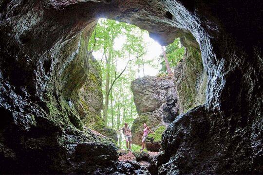 Wer nach spannenden und abwechslungsreichen Wanderwegen sucht, ist auf diesem Pfad genau richtig. Ein Weg durch 30 höhlen.