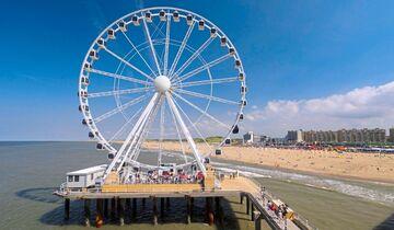 Allerlei Attraktionen warten auf die Urlauber am Pier von Scheveningen.