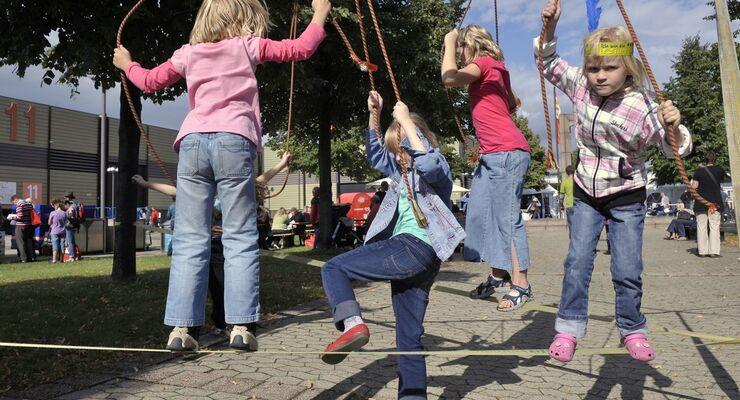 Auf die kleinen Besucher des Caravan Salon Düsseldorf wartet ein buntes Programm mit vielen Mitmach-Aktionen, Spaß und Spiel.