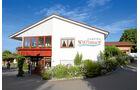 Das Haupthaus und das Restaurant von Camping Wirtshof.