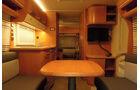 Das Kinderzimmer im Bug wirkt mangels einer Deckenlampe nachts duster.