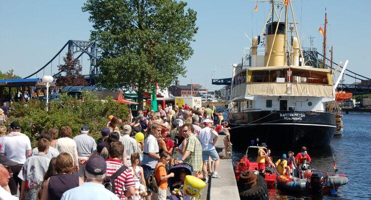 """Das größte Stadt- und Hafenfest im Nordwesten """"Wochenende an der Jad"""" von 3. bis 6. Juli 2014 wird in diesem Jahr 40 Jahre. An vier Tagen werden Aktionen und Veranstaltungen präsentiert."""