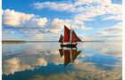 Die Küstenregion mit den Halbinseln Fischland, Darß und Zingst besticht durch ursprüngliche Natur -mit reizvoll gelegenen Campingplätzen, die Ruhe bieten- und doch nicht auf Komfort verzichten.