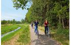 Die emsländischen Radwege führen fast immer am Wasser entlang.