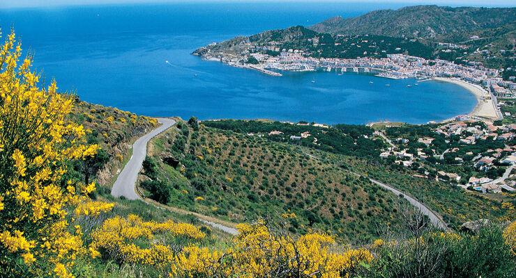 Hafenort Port de la Selva im Norden der Costa Brava.