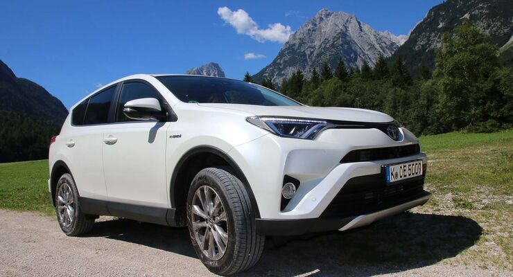 toyota rav4 im zugwagen test berzeugt der hybrid. Black Bedroom Furniture Sets. Home Design Ideas