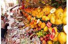 Markt mit frischen Früchten auf Sizilien