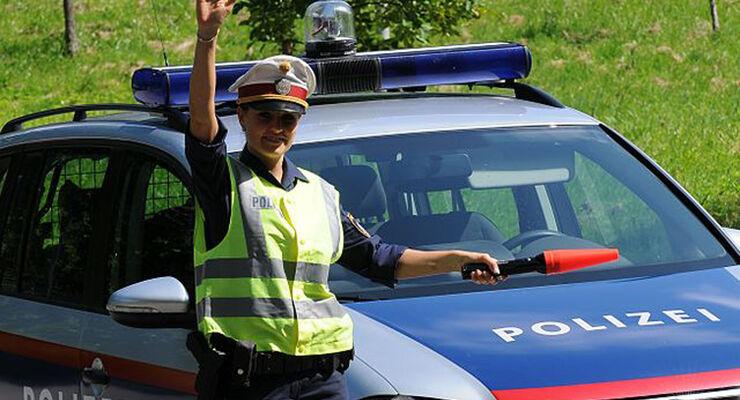 Nicht alle Fotos machen eine Freude, besonders bei zu schnellem Fahren. Seit geraumer Zeit wird in Österreich mit Frontradar geblitzt. Rund 45 Geräte befinden sich landesweit bereits im Einsatz.
