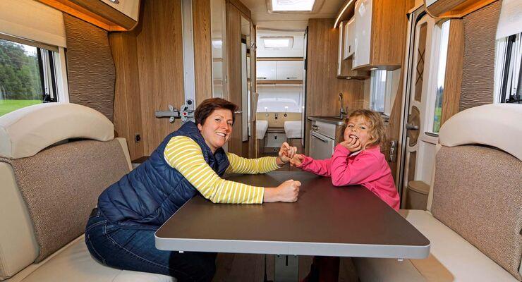 Wohnwagen Mit Etagenbett Und Hubbett : Home wohnwagen osterkamp