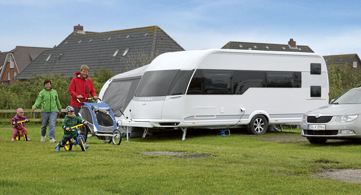 Wohnwagen Mit Etagenbett Test : Test hobby premium: cooler campen caravaning